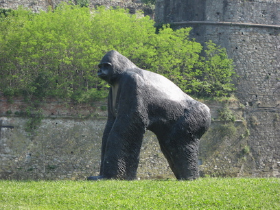savona statua gorilla priamar